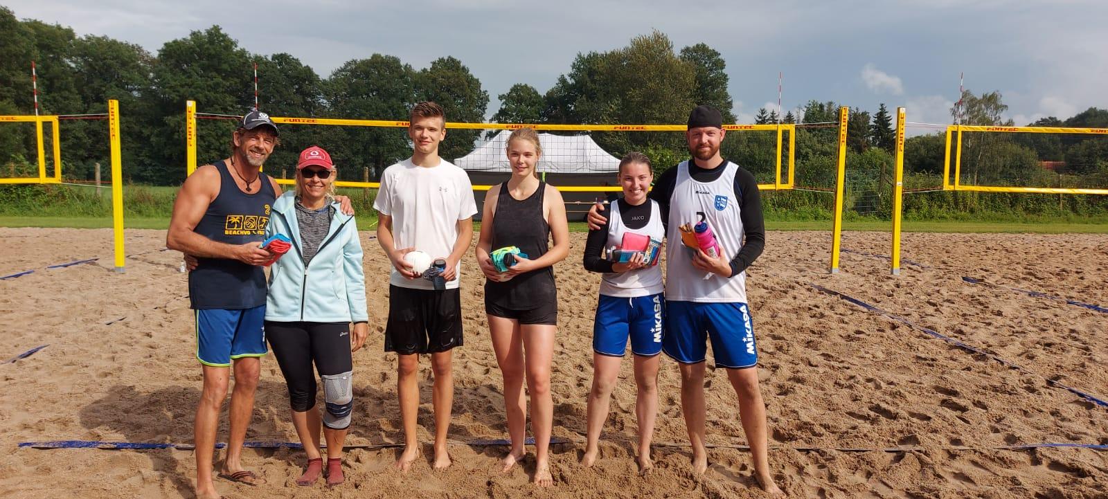 Ehrung der Turniersieger: 1. Marion Steinriede/ Emil Steinriede, 2. Julia Wissing/ Nico Niehaves,  3. Andreas Müller-Bothmann/ Annette Schön